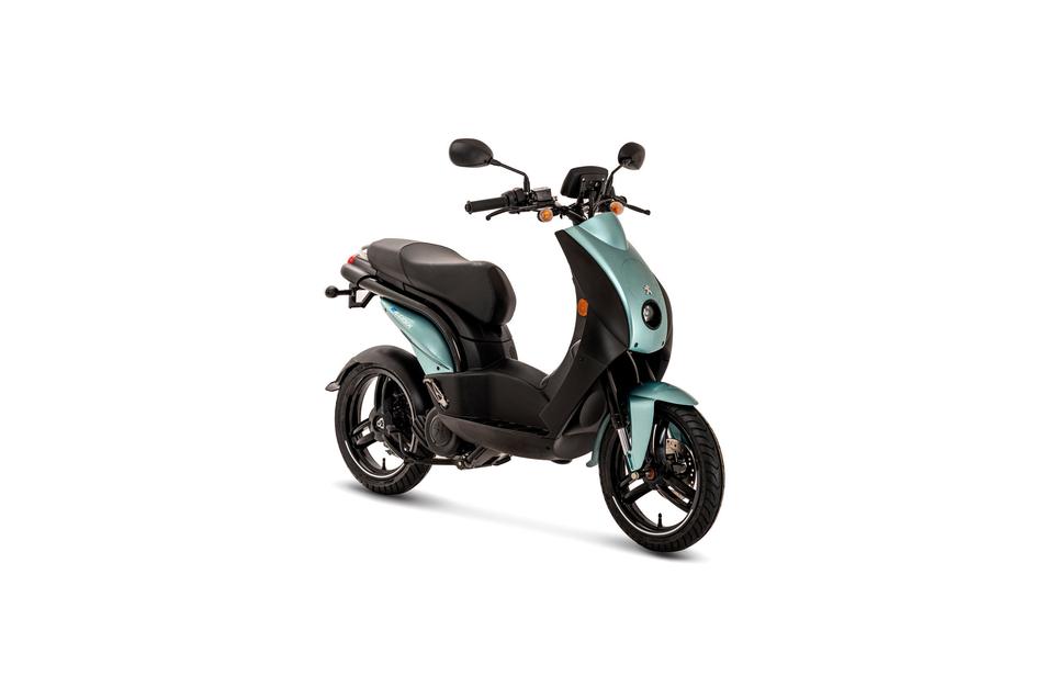 Peugeot stattet den E-Ludix mit Elektroantrieb aus.