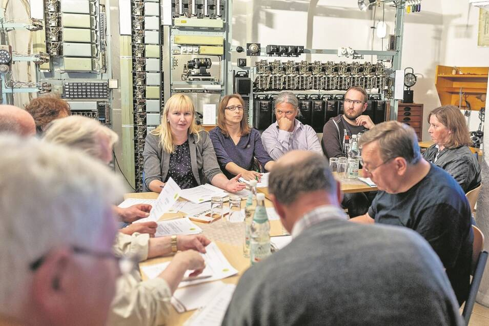 Ein historischer Moment: In Wilsdruff gründete sich der Förderverein Funkturm Wilsdruff. Den Vorsitz übernahm Sabine Neumann (Mitte).