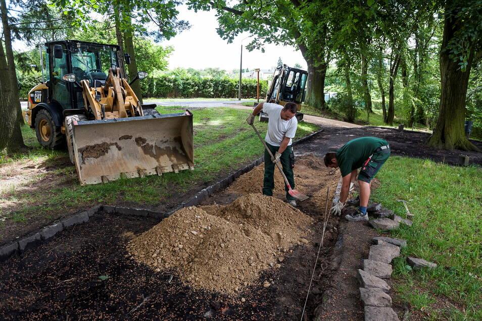 Im Kreuzkirchenpark wurden 2016 einige Wege saniert. Seither ruhen die Arbeiten, obwohl noch viel zu tun wäre.