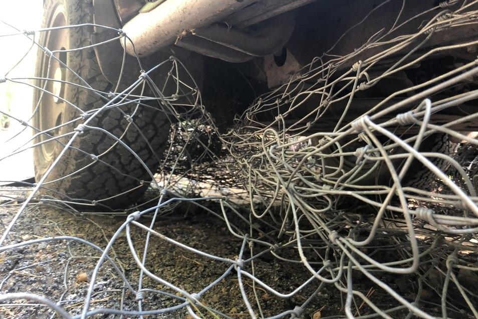 Dabei wickelte sich der Draht des Forstzauns um die Antriebswelle des Fahrzeugs