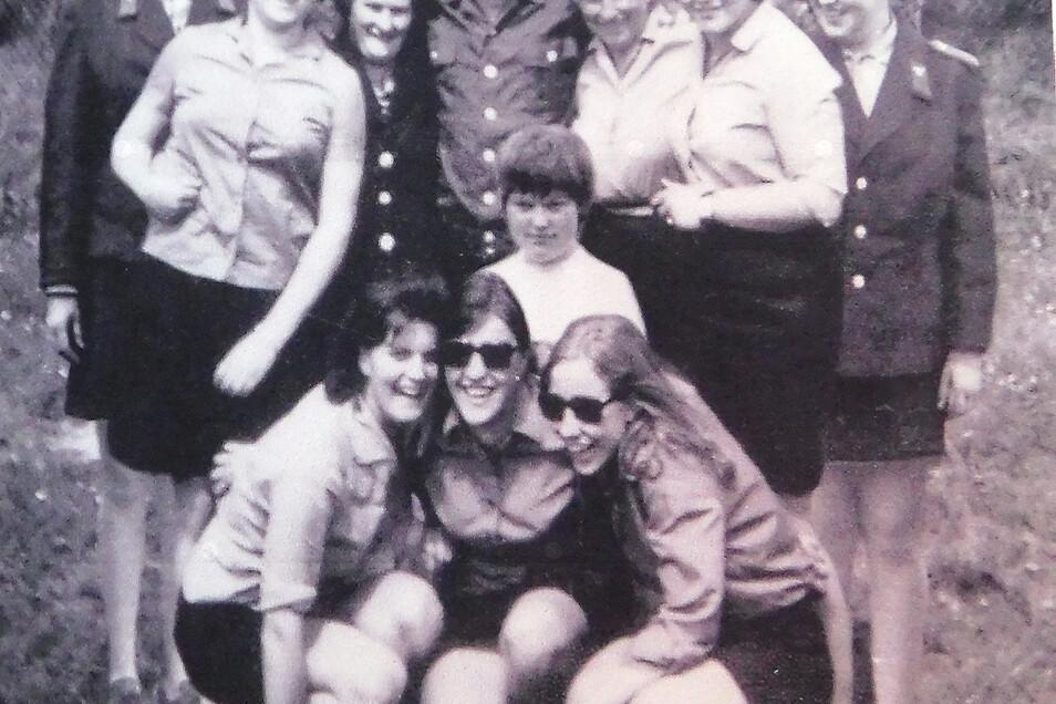Irene Schreiner und ihr Team nach der Frauen-Meisterschaft 1971.