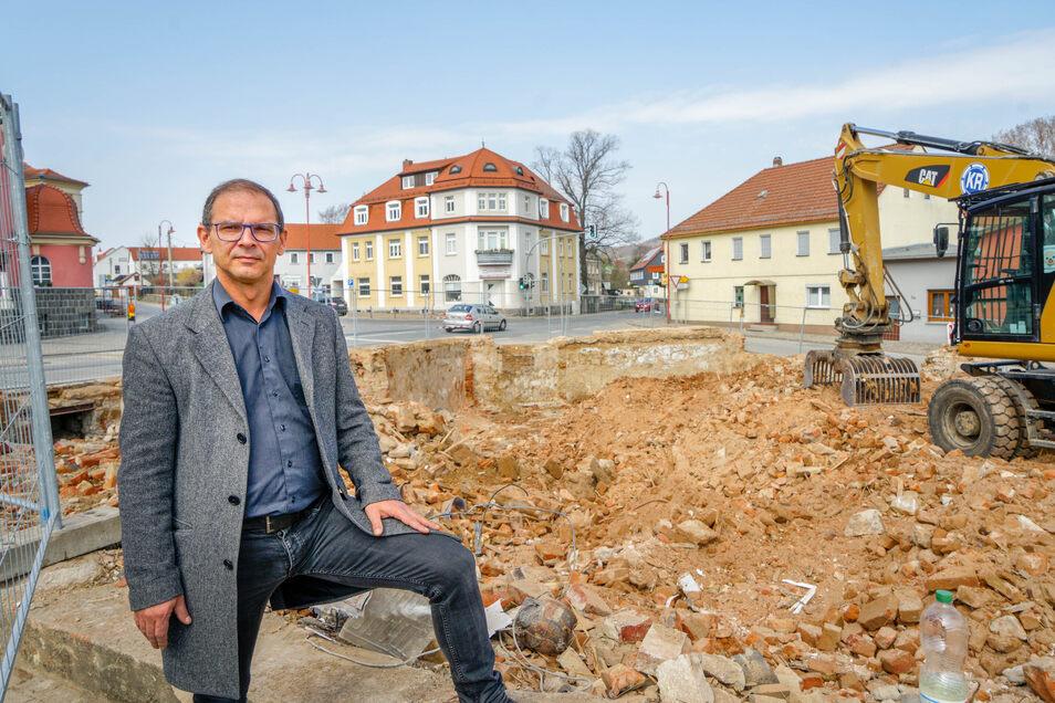 Das Ortszentrum von Kirschau bietet ohne den Goldenen Stern einen ungewohnten Anblick. Auch für Bürgermeister Sven Gabriel. Er sieht aber große Chancen für das Areal.