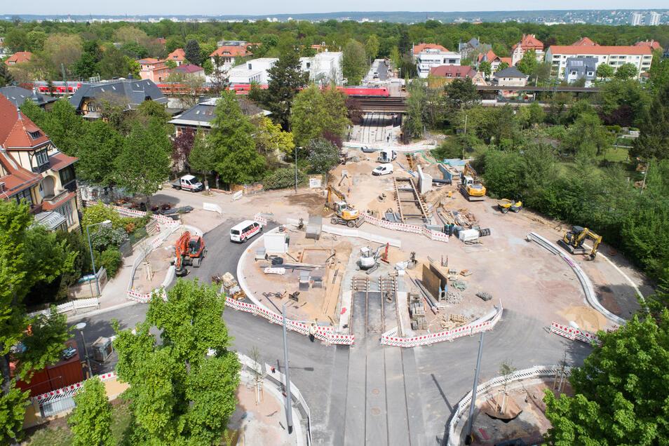 Im April gab es auf der Oskarstraße noch allerhand zu tun. Inzwischen kommen die Arbeiten zum Ende. Im Juli soll die Straße freigegeben werden.