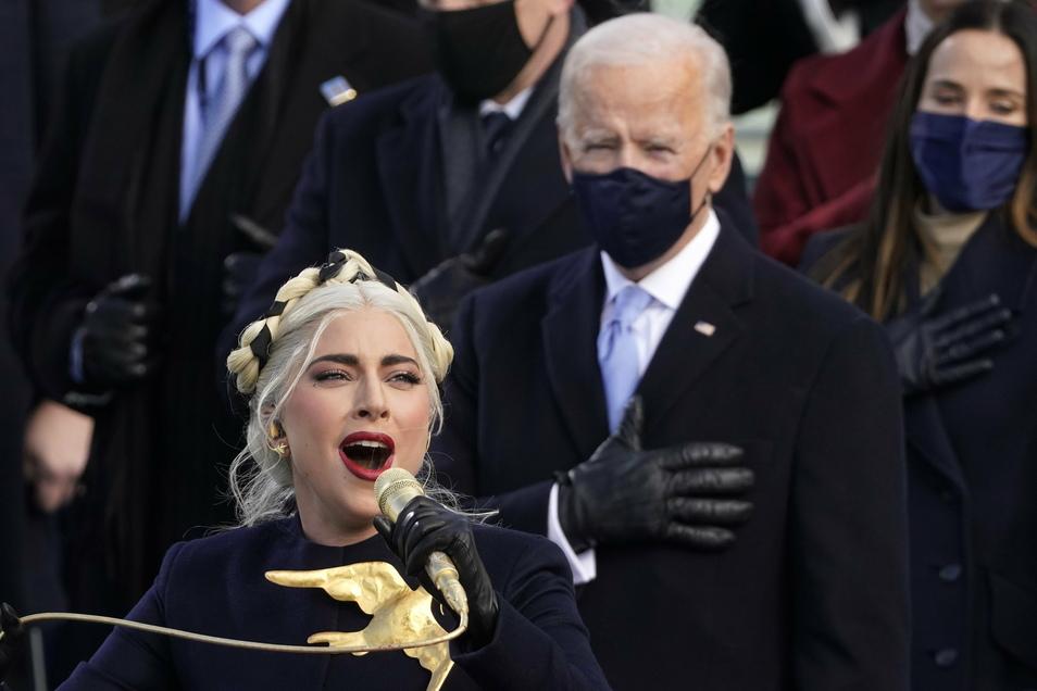 Lady Gaga singt die Nationalhymne bei der Amtseinführung von Joe Biden.