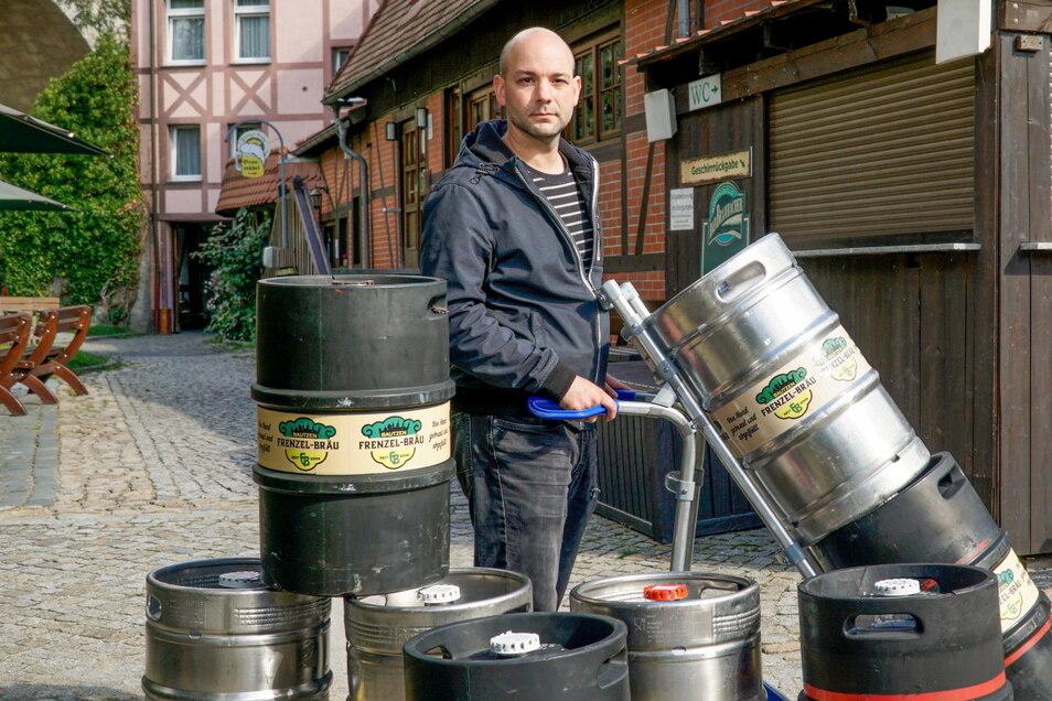 Tobias Frenzel ist der Junior-Chef in der Spree-Pension in Bautzen. Er musste die Öffnungszeiten bisher nicht verkürzen, aber achtet nun strenger auf deren Einhaltung.