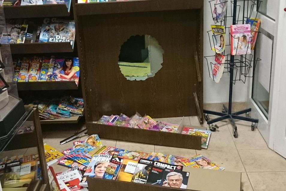 Die Täter kamen durch die Wand und hinter dem Zeitschriftenregal heraus.