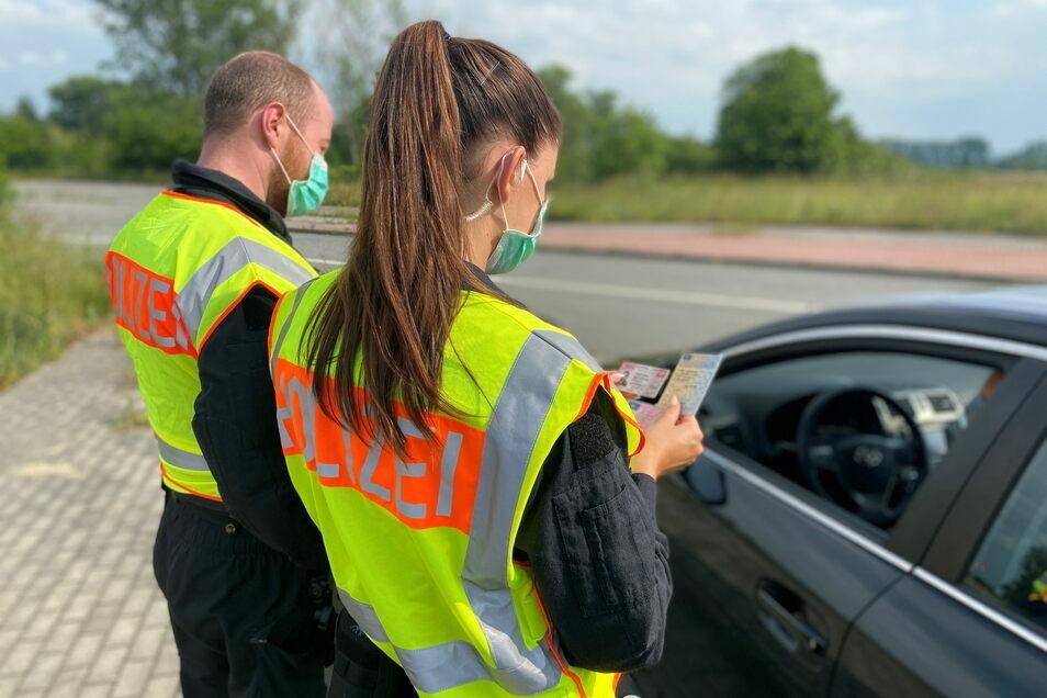 Kontrolle der Polizei im Grenzgebiet zu Polen, hier ein Fahndungseinsatz zur Bekämpfung der grenzüberschreitenden Kriminalität.