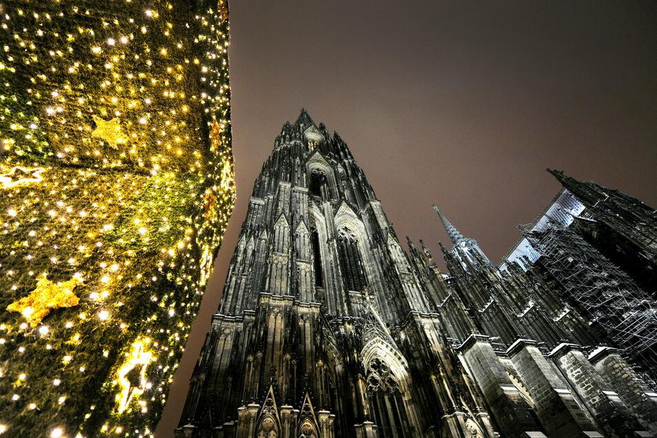 Je näher der Termin rückt, desto mehr Weihnachtsgottesdienste werden gestrichen. Einzelne Politiker fordern eine generelle Absage. Doch das lehnen die Kirchen ab - auch als Lehre aus dem Lockdown im Frühjahr.