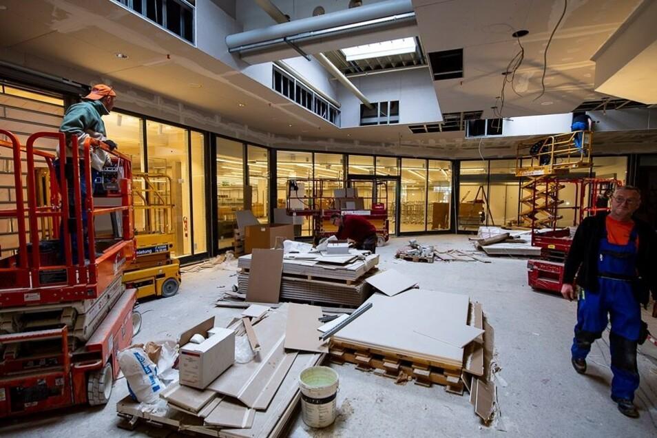 So sieht sie derzeit noch aus, die neue Mall im Neiße-Park. Ende des Monats wird der zweite Bauabschnitt eröffnet und damit das komplette Einkaufszentrum.