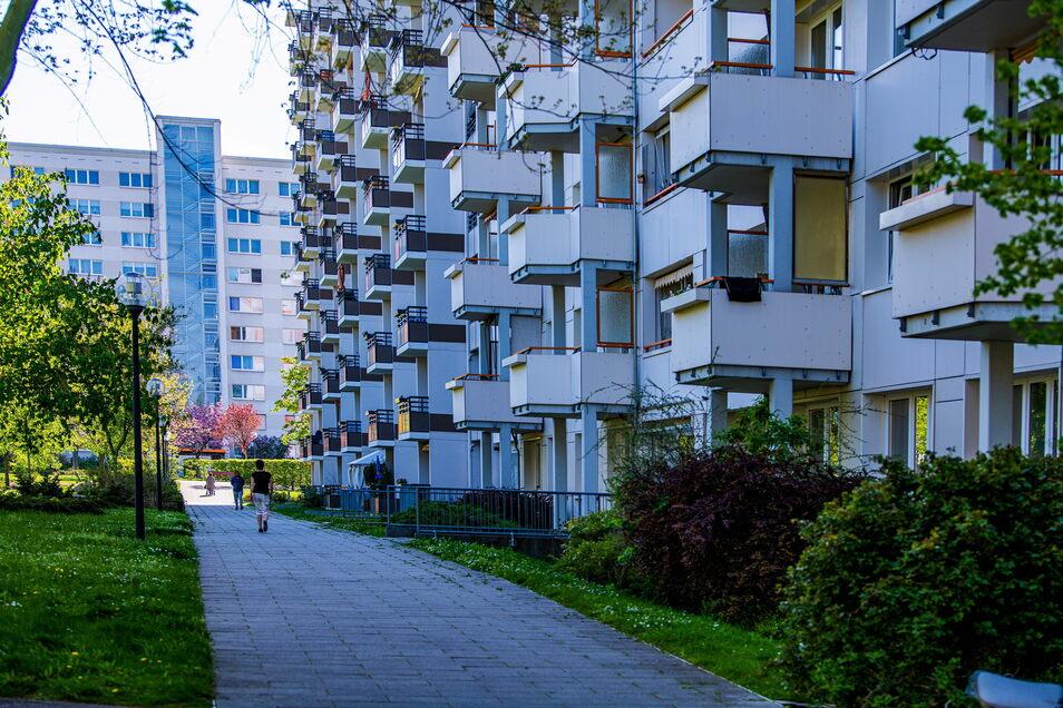 In den 1970er-Jahren haben sich Familien darum gerissen, eine Wohnung in Stadtteilen wie Dresden-Prohlis zu ergattern: Keine Kohleheizungen mehr, keine geteilten Toiletten.