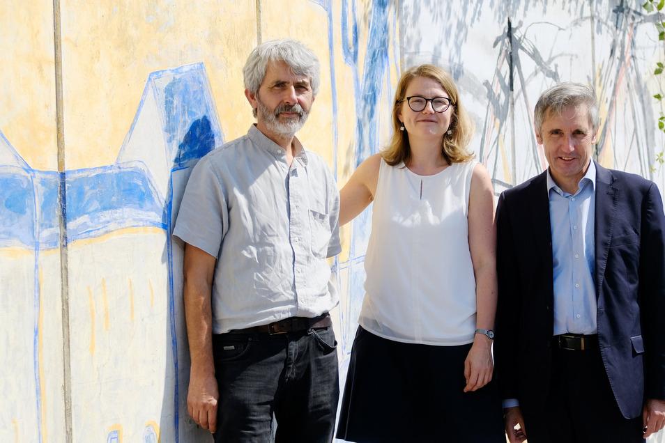 Drei, die sich verstehen: Helge Landmann vom Meißner Hahnemannzentrum, Dresdens Kulturbürgermeisterin Annekatrin Klepsch und Frank Richter (v.l.).