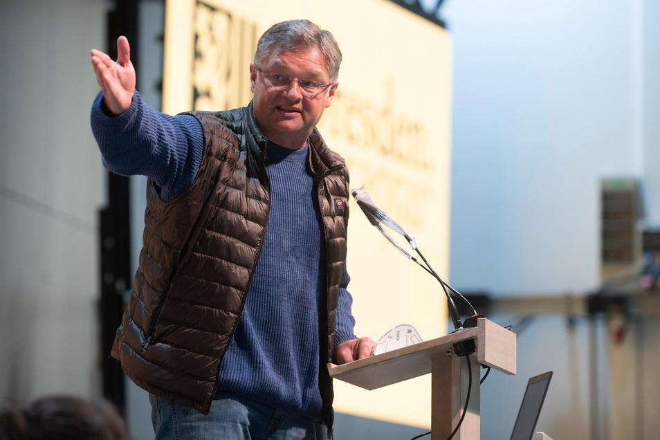 FDP-Fraktionschef Holger Zastrow wettert gegen die Verkehrspolitik der Grünen. Fußgänger würden komplett vernachlässigt.