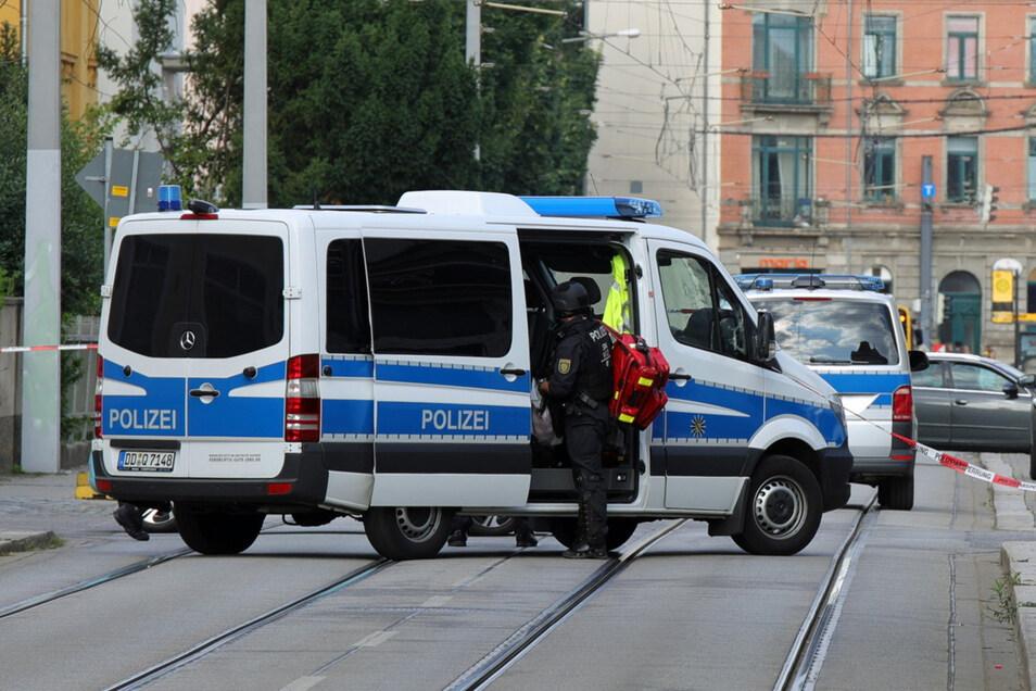 Die Polizei hatte am Dienstag mehrere Straßen in Mickten abgesperrt.