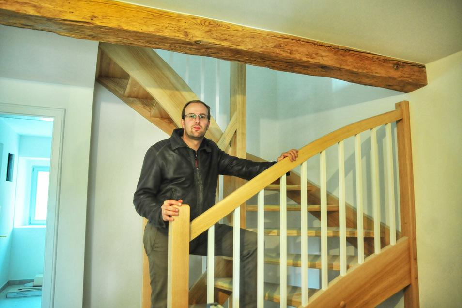 """Timmy Held hat in der Schlossmühle bereits acht Wohnungen geschaffen. Jetzt will er """"Brückenbauer"""" werden."""