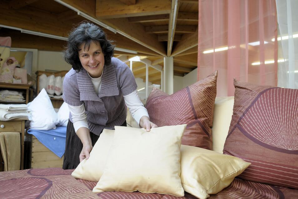 Birgit Rieger führt das gleichnamige Bettenhaus in dritter Generation. Die Filiale in der Straßburg-Passage gibt es jetzt vorerst nicht mehr.