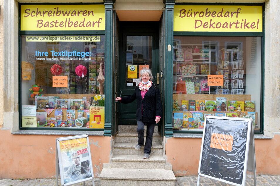 Andrea Linke betreibt in ihrem Schreibwarengeschäft an der Hauptstraße auch einen Postshop. Hier gibt es ein Umsatzplus.