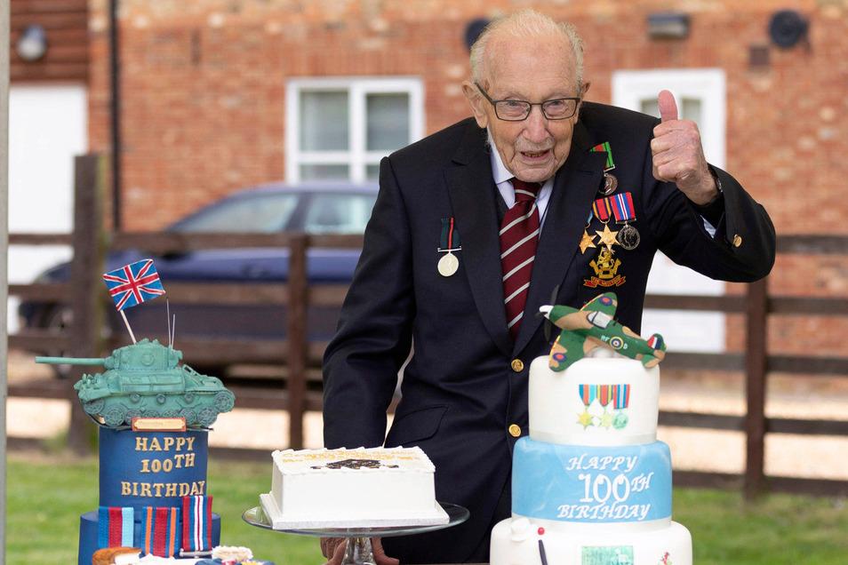 Hauptmann Tom Moore, Veteran des Zweiten Weltkriegs, hat am 30. April seinen 100. Geburtstag gefeiert.