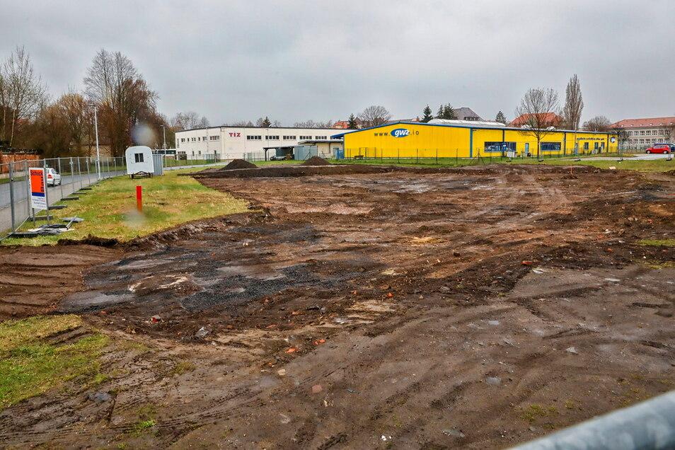 Derzeit wird die Baustelle für die neue Zahnarzt-Praxis neben der Zittauer Mandaukaserne eingerichtet.