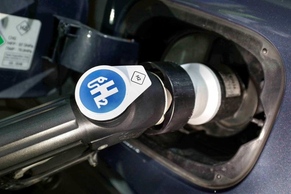 Erste Wasserstofftankstellen gibt es auch in Deutschland bereits. Doch die Anwendbarkeit der Technologie hat ihre Tücken.