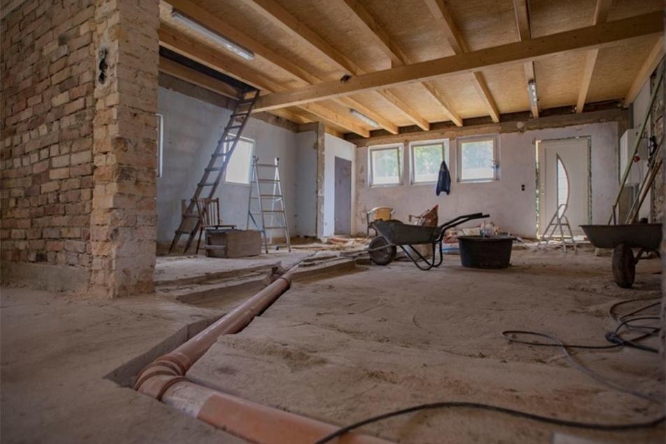 Der frühere Vorraum wird der neue Schleuderraum für den Honig vom Hutberg. Uwe Wendt saniert vieles allein.