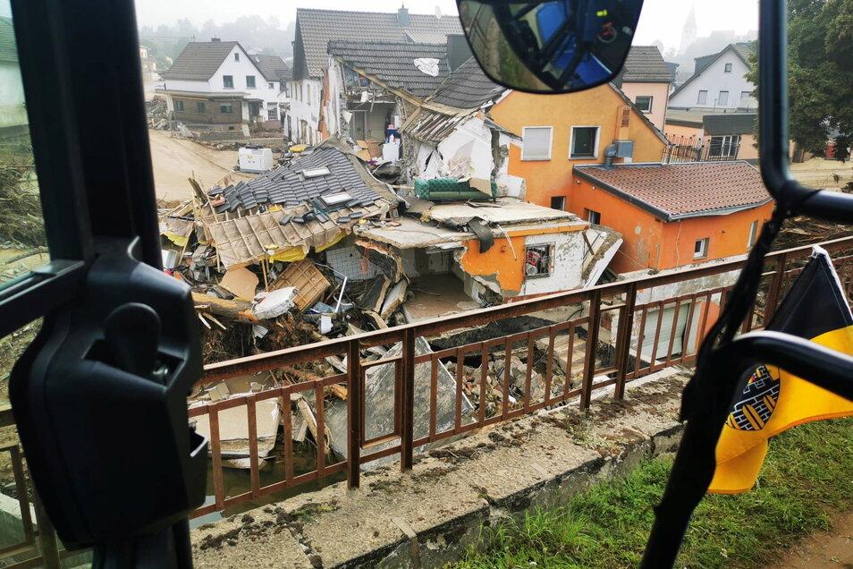 Ein Blick auf den beinahe komplett zerstörten Ort Schuld.