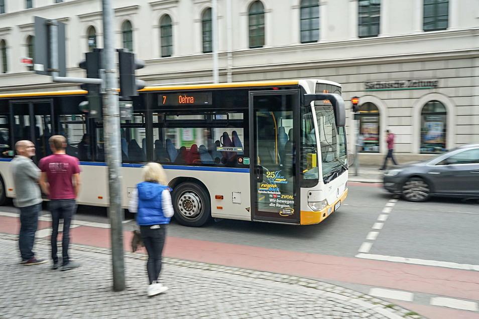 Seit Beginn der Corona-Pandemie steigen im Landkreis Bautzen deutlich weniger Fahrgäste in Busse und Bahnen ein.