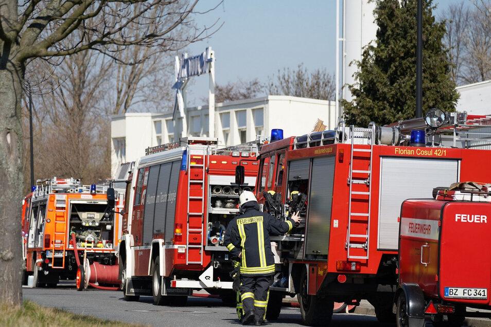 Mehrere Feuerwehren sind am Dienstagmittag zur Firma Komet in Ebendörfel ausgerückt.
