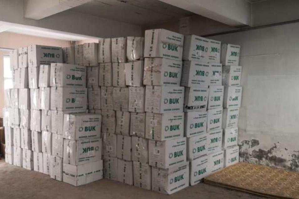 Dieses Foto mit Schutzausrüstung der ukrainischen Firma BUK soll belegen, dass der vermeintliche Lieferant für die Stadt Dresden auf die Ware zugreifen kann - aber nur gegen 100 % Vorkasse.