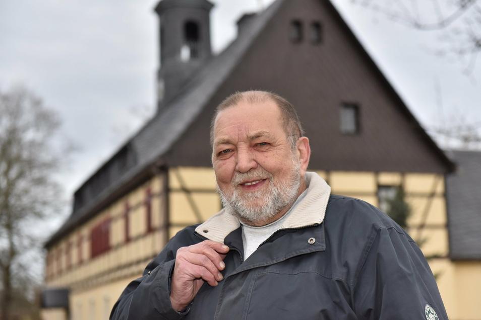 Wenn Corona vorbei ist, herrscht wieder Leben im Gemeindeamt Reichenau. Bürgermeister Reinhard Pitsch von Hartmannsdorf-Reichenau freut es.