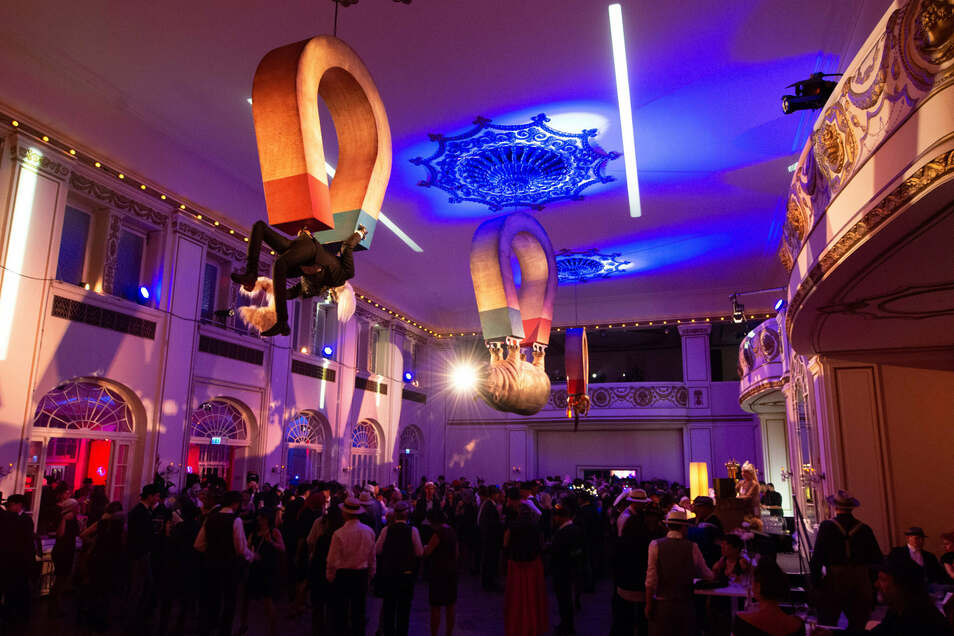 Coronabedingt müssen Hutball und Party vor dem Ball im Parkhotel erneut verschoben werden.