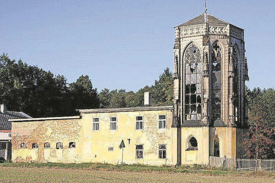 Der kirchenähnliche Bau in Okrouhlá u Nového Boru war einst Teil einer Glaswerkstatt. Nun entsteht hier ein Museum.