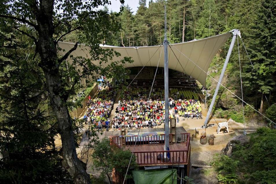 Die Zittauer Sommertheater-Aufführungen auf der Waldbühne Jonsdorf spielen mehr Geld ein, als sie kosten.