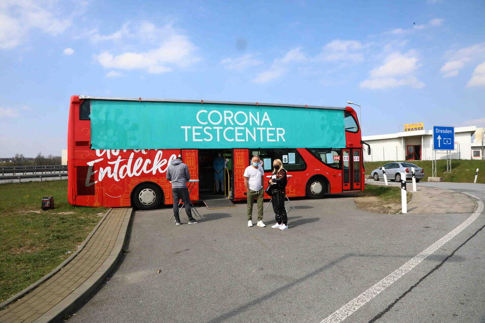 Hier stand er bisher: Der Görliwood-Touristenbus war einige Wochen lang Corona-Testcenter an der A4.