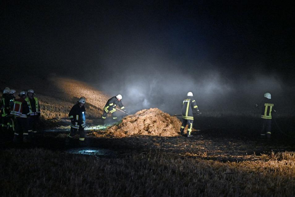 Bei Wurschen brannte am Wochenende ein Stoppelfeld  - nicht der einzige Einsatz für die Feuerwehr.