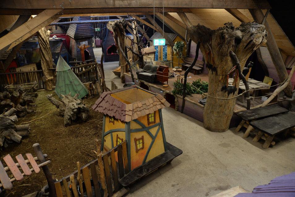 Das Turihallum ist die kleine Erlebniswelt über den Winter. Hier haben auch die Streicheltiere des Freizeitparkes ihr Winterquartier und eine Bühne steht für Veranstaltungen bereit. Noch im Aufbau ist eine vegane Gastronomie zur Selbstbedienung und ein Ki