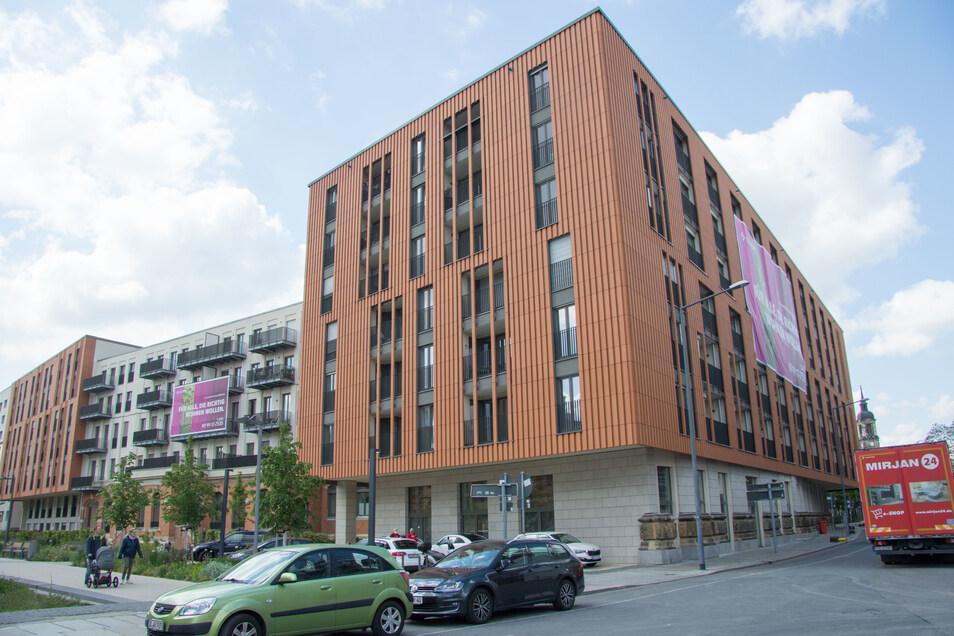 Diese Kombination von Alt und Neu ist am Postplatz einzigartig. In dem Wohnkomplex an der Ecke Annen-/Marienstraße blieben Teile der alten Oberpostdirektion und des Telegrafenamtes erhalten.