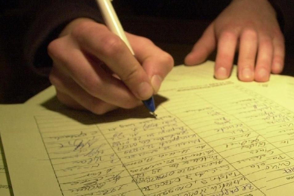 Bürgerinitiativen setzen erfolgreich auf Unterschriftensammlungen, wie etwa hier in Dresden.