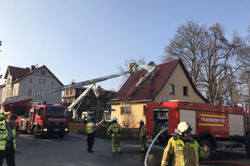 Am Dienstagnachmittag brannte es in Neugersdorf an einem Einfamilienhaus.