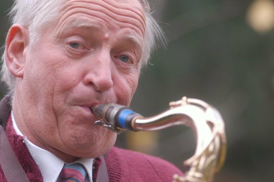 """Wenn Kurt """"Saftel"""" Gerlach auf seinem Saxofon spielte, war das Publikum begeistert."""