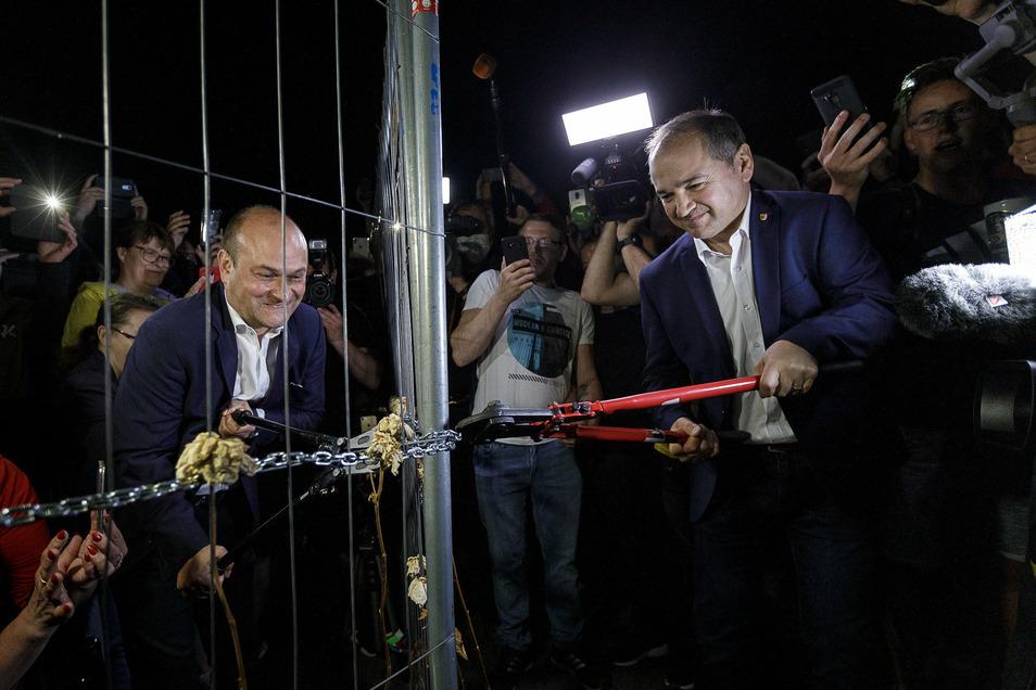 Nach wochenlanger Corona-Trennung von Görlitz und Zgorzelec öffnen Octavian Ursu und sein polnischer Amtskollege Rafal Gronicz, mit dem er sich bestens versteht, am 13. Juni um 0 Uhr den Zaun auf der Altstadtbrücke.