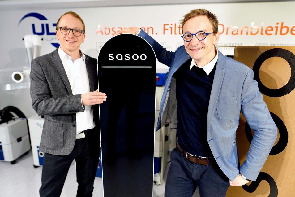 Alexander (l.) und Stefan Jakschik freuen sich: Ihr Unternehmen ULT hat einen Luftreiniger entwickelt. In Schulen ist der aber bislang nicht häufig zu finden.