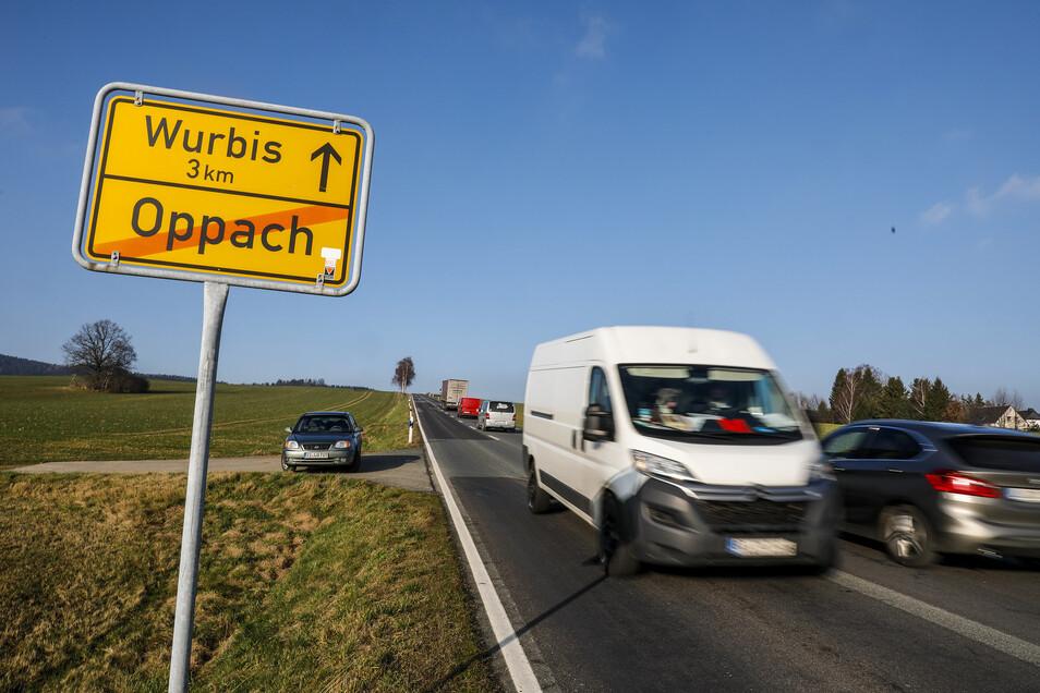 Die Kuppe vom Schmiedeberg in Oppach an der B 96 soll abgetragen werden.