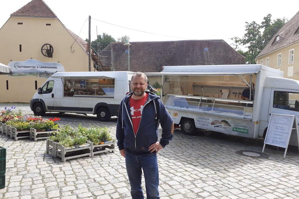 Vor etwa drei Jahren hat Daniel Kalley den Wochenmarkt an der Großdöbschützer Pinkmühle zum ersten Mal organisiert. Weil seit Mai der Fleischer nicht mehr kommt, sorgt er sich jetzt um die Resonanz der Kunden.