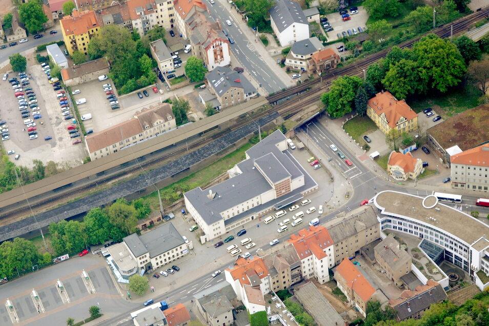Über einen Durchgang unter den Gleisen könnten der Bahnhof sowie der Busbahnhof schneller erreicht werden.