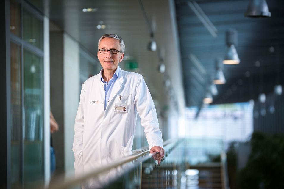 Professor Reinhard Berner vom Uniklinikum Dresden plädiert für eine kürzere Quarantäne-Zeit. Das würde auch den Schulbetrieb nicht gefährden.