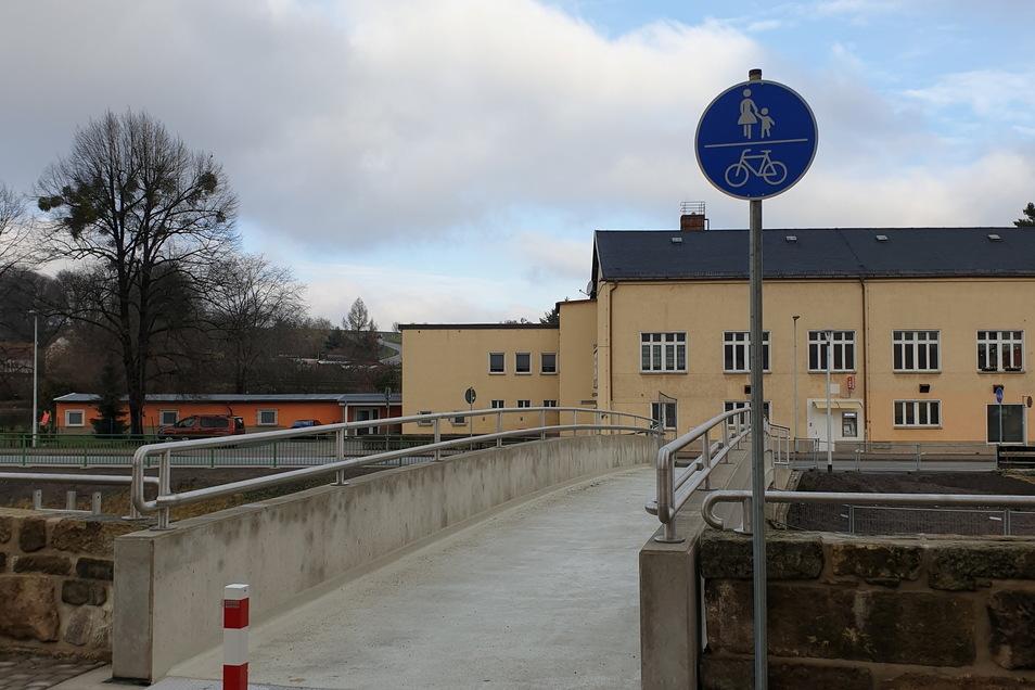 Fertig war sie schon, nun ist sie endlich auch freigegeben: die neue Dohnaer Brücke über die Müglitz.