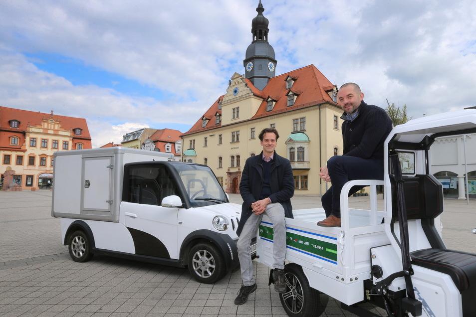 Daniel Jacob (l.) und Thomas Kuwatsch verkaufen den wohl kleinsten Elektrotransporter Deutschlands mit Straßenzulassung.
