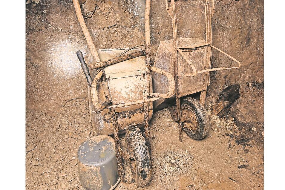 Überbleibsel aus jüngerer Zeit: Zwischen 2003 und 2015 ertüchtigten die Mitglieder des Bergbauvereins den Stollen mit diesen Arbeitsgeräten.