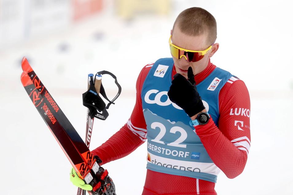 Verschnupft nach dem vierten Platz im WM-Freistilrennen über 15 Kilometer: Alexander Bolschunow aus Russland im Ziel von Oberstdorf.