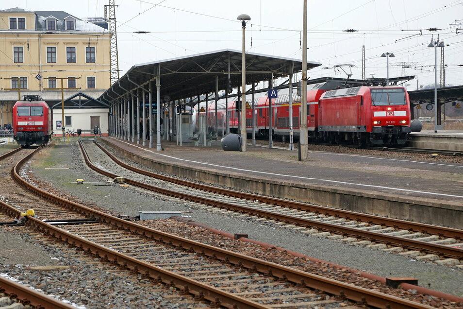 Von Bahnhof Riesa (Foto) nach Chemnitz brauchen Bahnreisende jetzt länger.
